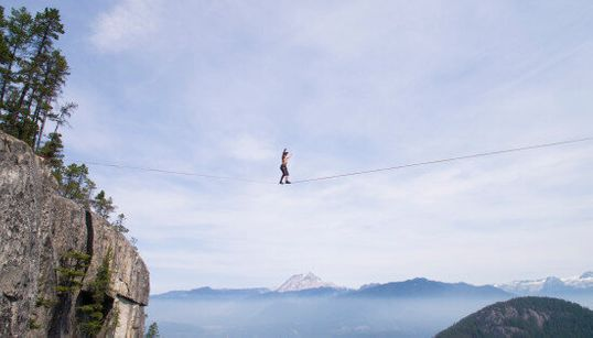 B.C. Slackliner Breaks World Record In Terrifying