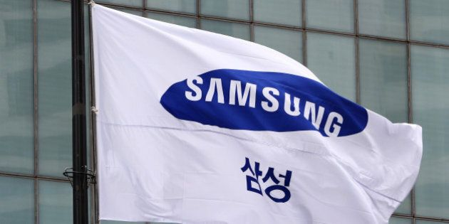 A Samsung Group flag flies outside the Samsung C&T Corp. headquarters building in Seoul, South Korea, on Friday, July 17, 2015. Samsung Group prevailed in one of the most contested proxy fights South Korea has seen, defeating billionaire investor activist Paul Elliott Singer and underscoring the resilience of the nation's corporate dynasties. Photographer: SeongJoon Cho/Bloomberg via Getty Images