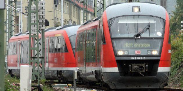 Eine Regionalbahn aus der Produktion von Bombardier Goerlitz faehrt am Donnerstag, 27. September 2007,...