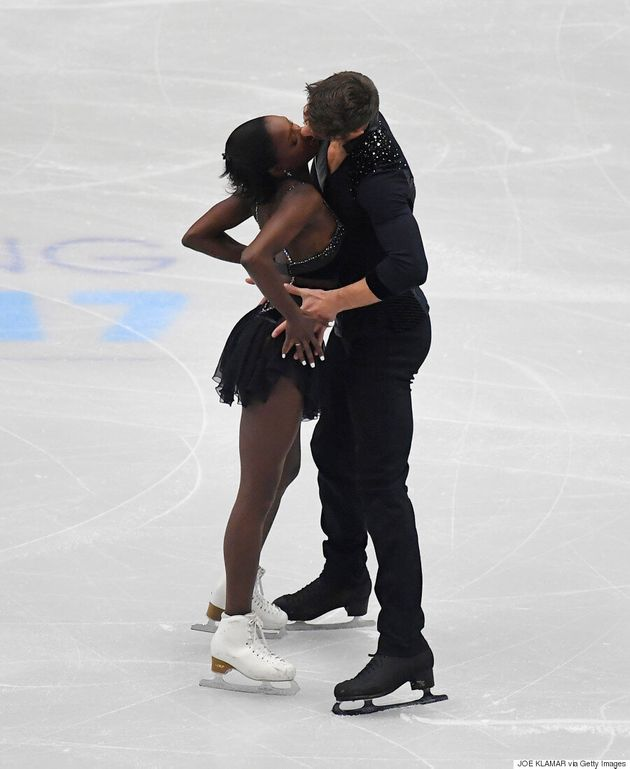 Figure Skaters Perform Sexy 'Fifty Shades Of Grey' Routine To The Weeknd's 'Earned