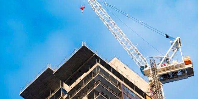 TORONTO, ONTARIO, CANADA - 2016/05/28: Contruction boom in real estate market. The housing market is hot in Toronto provoking a construction boom in the city. Construction crane next to the building. (Photo by Roberto Machado Noa/LightRocket via Getty Images)