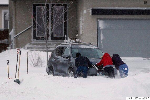 Winnipeg Blizzards Create Giant Snowbanks Along City