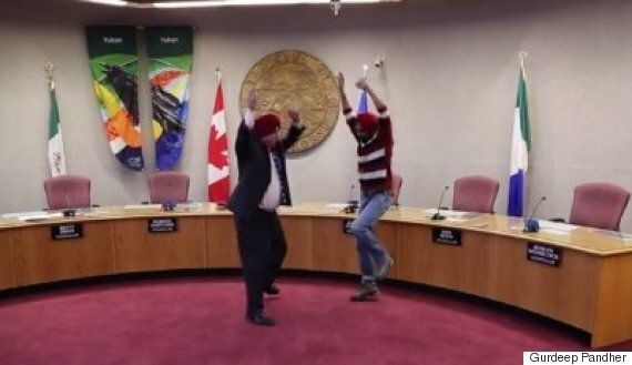 Whitehorse Mayor Dan Curtis Learns To Tie Sikh Turban, Bhangra