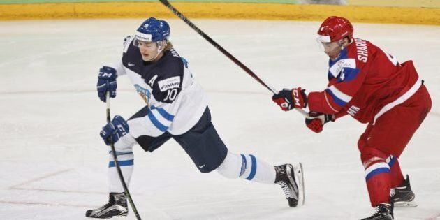 Roope Hintz of Finland (left) and Damir Sharipzyanov of Russia vie during the 2016 IIHF World Junior Ice Hockey Championship final match Finland vs Russia in Helsinki, Finland, on January 5, 2016.  / AFP / Lehtikuva / Roni Rekomaa / RESTRICTED TO EDITORIAL USE        (Photo credit should read RONI REKOMAA/AFP/Getty Images)