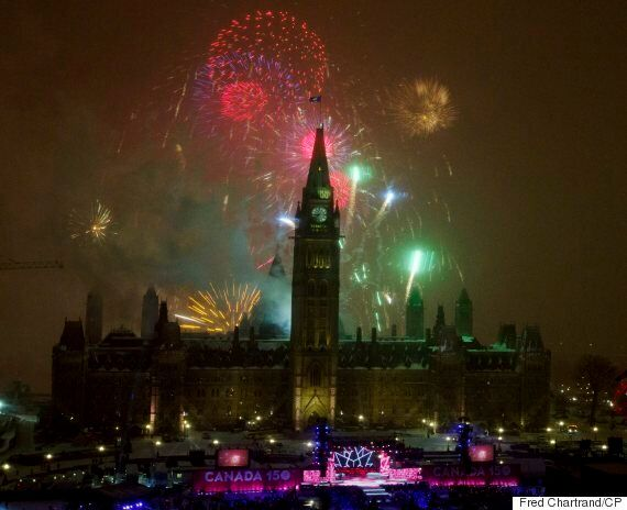 New Year's Eve Fireworks Usher In 2017 Around The