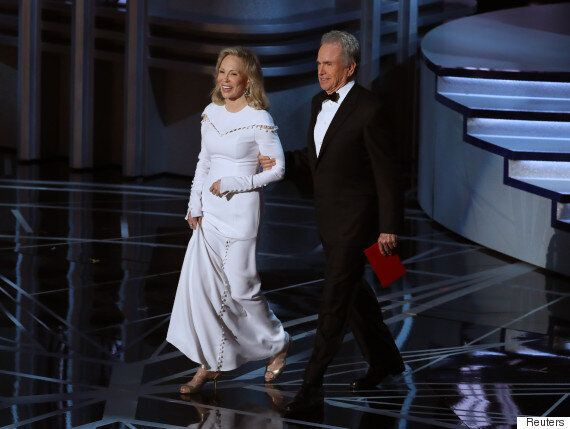 Oscars Mistake: How The Wrong Envelope Made It To The Stage At Oscars