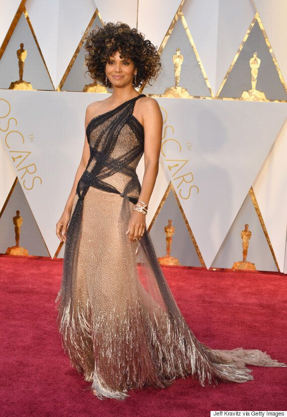 Halle Berry's 2017 Oscar Look Proves She's As Fabulous As