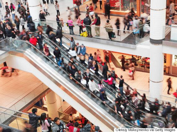 Canadians Budgeting Far Less For Holiday Shopping This Year: CIBC