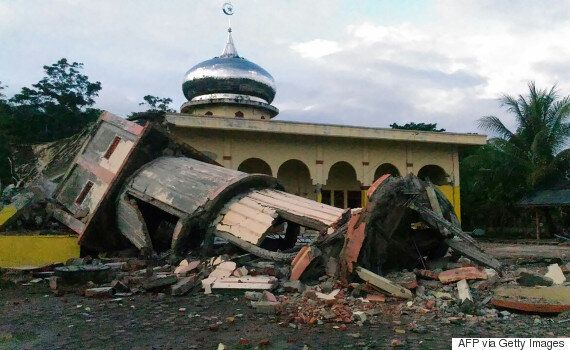 Earthquake In Indonesia Leaves Several