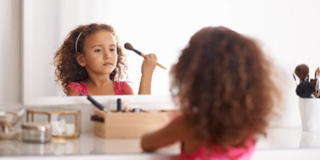 Shot of a little girl applying blusher in the mirrorhttp://195.154.178.81/DATA/i_collage/pi/shoots/783530.jpg