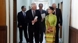 Dion: Aung San Suu Kyi 'De Facto' Leader Of