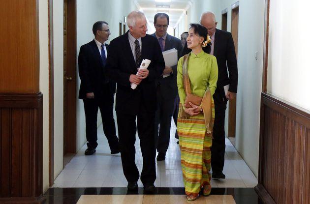 Stephane Dion: Aung San Suu Kyi 'De Facto' Leader Of