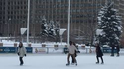 Spontaneous Skating Lesson Is Why Canada Is 'Ridiculous And