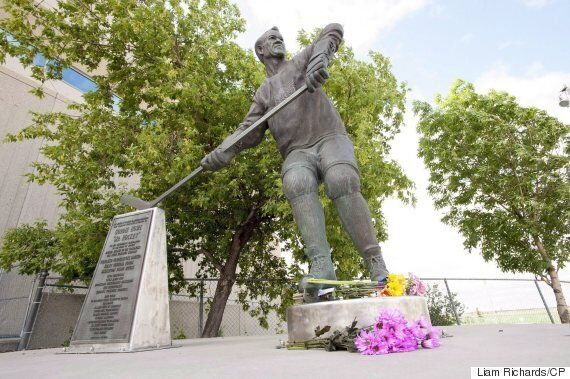 Gordie Howe's Ashes To Be Laid To Rest In Saskatoon