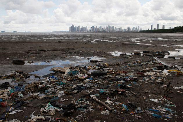 ΟΗΕ: Περίπου 180 χώρες συμφώνησαν για ρύθμιση των πλαστικών