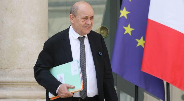 Pour Jean-Yves Le Drian, il est essentiel que les Français qui souhaitent voyager se renseignent...