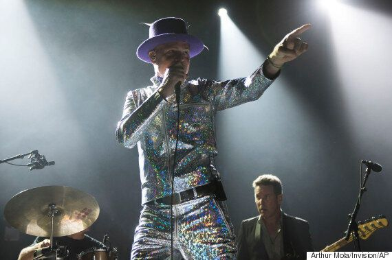 Tragically Hip's Gord Downie Sings Goodbye With Grace