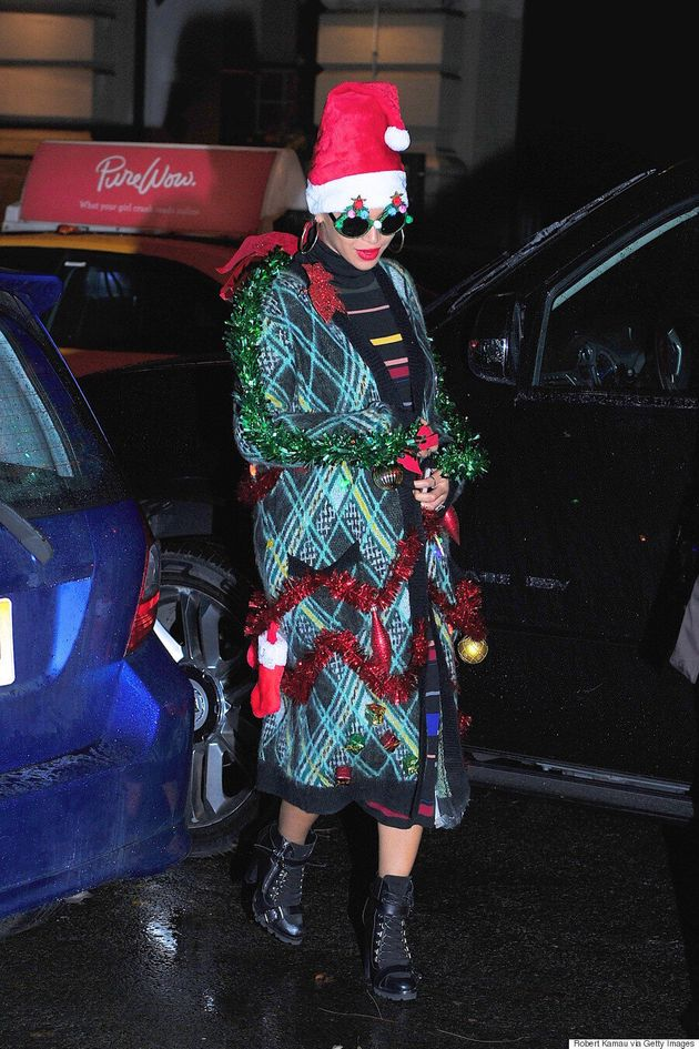 Beyonce Dresses Up Like A Christmas Tree Takes Holiday