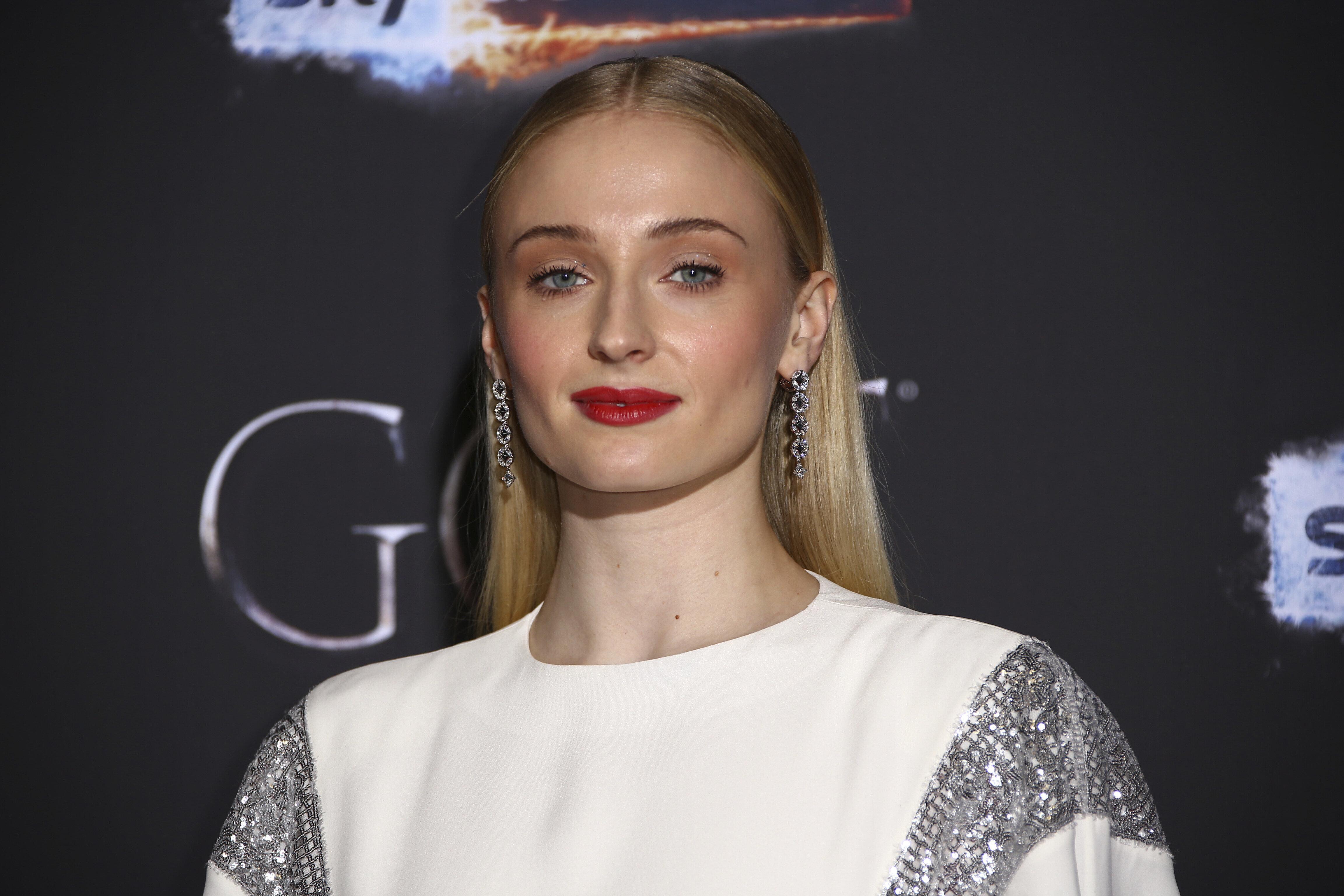 «Game of Thrones»: Πόσο «επώδυνο» θα είναι το φινάλε; Η απάντηση της Σόφι Τέρνερ στον Τζίμι