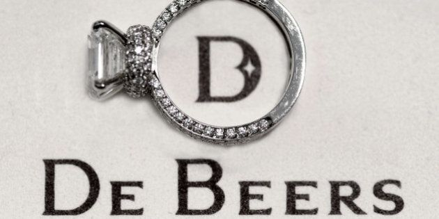 UNITED STATES - DECEMBER 27: This De Beers' 'Bridal Bar' unique engagement ring has a 4.46 carat center...