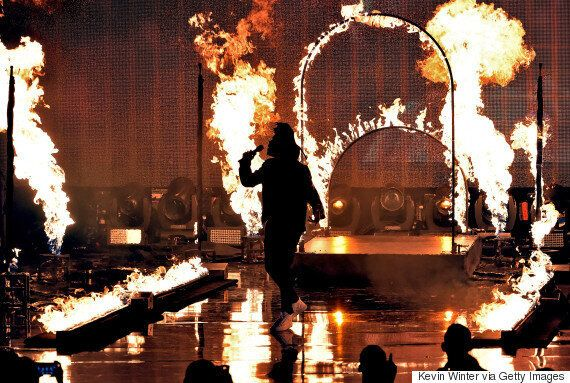 The Weeknd Wins An AMA, Dances Among The Flames With His 'The Hills'