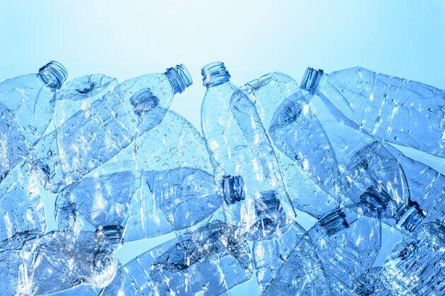 Les bouteilles en plastique seront évidemment concernées par la consigne, comme environ...
