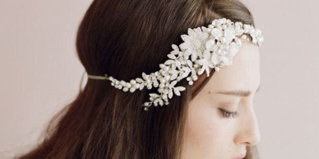 25 Lovely Wedding Hair Accessories For The Special