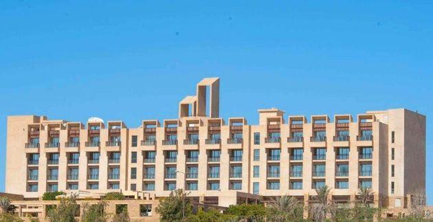 Varios hombres armados irrumpen a tiros en un hotel de lujo en