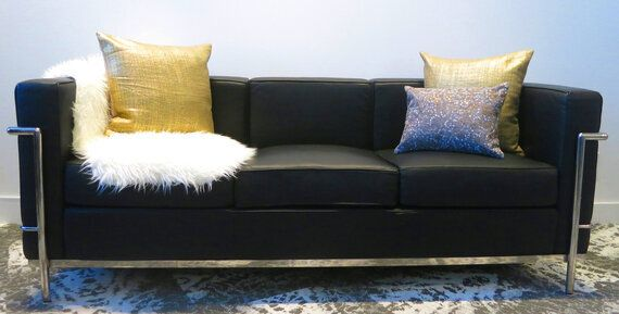 Accessory Perfection: Styling Your Sofa With Pillows and