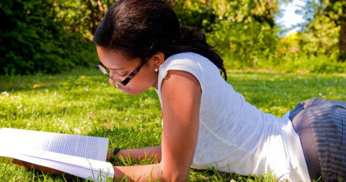 Why You Simply Have to Date a Girl Who Reads