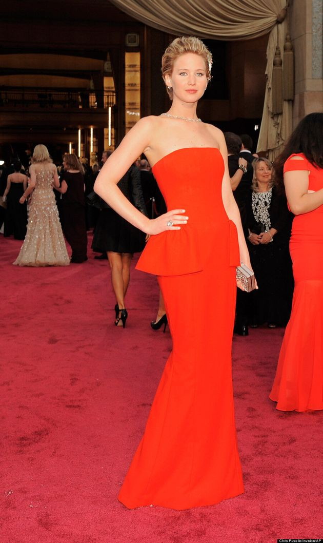 Jennifer Lawrence Waves Her Arm Fat At The 2014 Oscars Like A