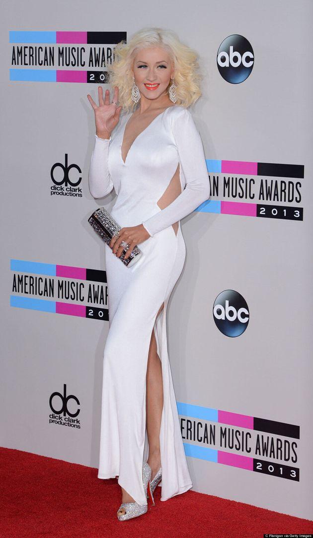 Christina Aguilera American Music Awards 2013: Singer Shows Off Svelte Figure (VIDEO,