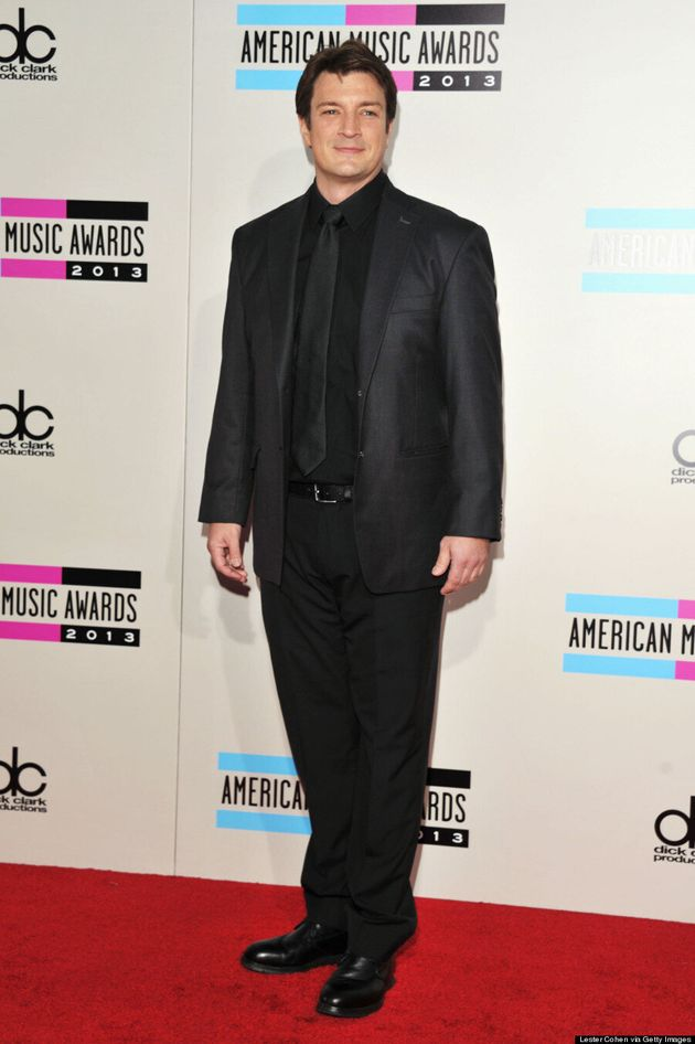 Nathan Fillion American Music Awards 2013: 'Castle' Star Rocks Red Carpet In Smart Suit