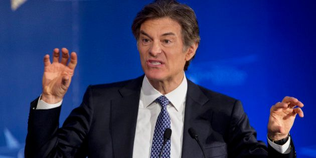 Talk show host Dr. Mehmet Oz, left, speaks at the closing session of the National Governors Association...