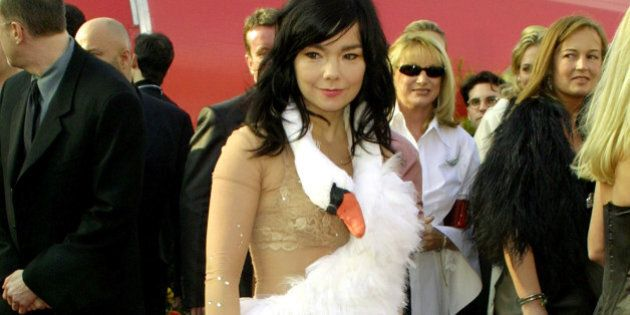 UNITED STATES - MARCH 25: Bjork, Best Song nomminee for 'Dancer in the Dark' arriving for the 73rd Academy...