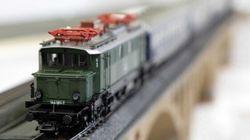 WATCH: Model Train