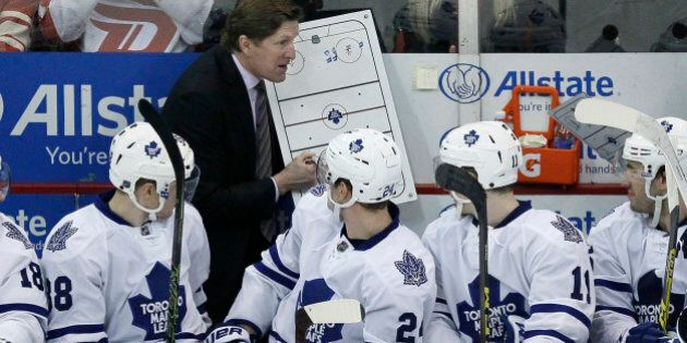 Toronto Maple Leafs head coach Mike Babcock draws up a play for Toronto Maple Leafs' Colin Greening (38),...