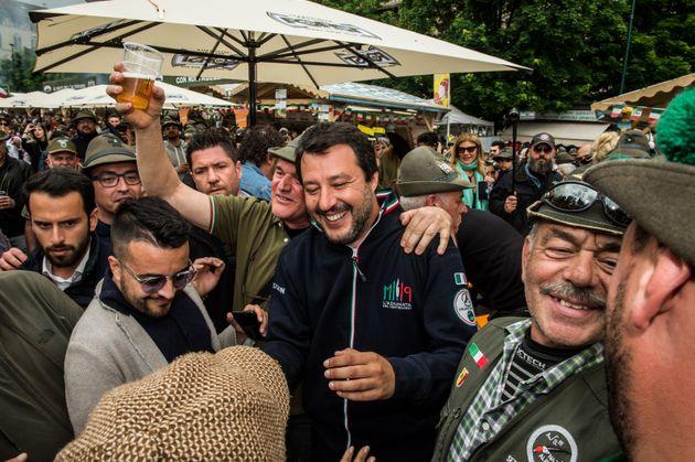 Salvini attaccato sui rimpatri da M5S: