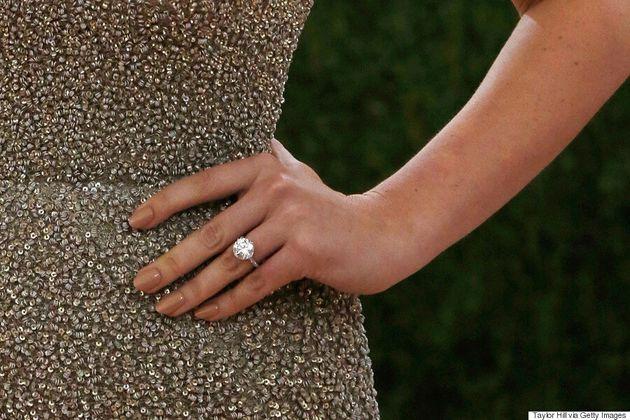 Kate Upton Debuts Engagement Ring At 2016 Met