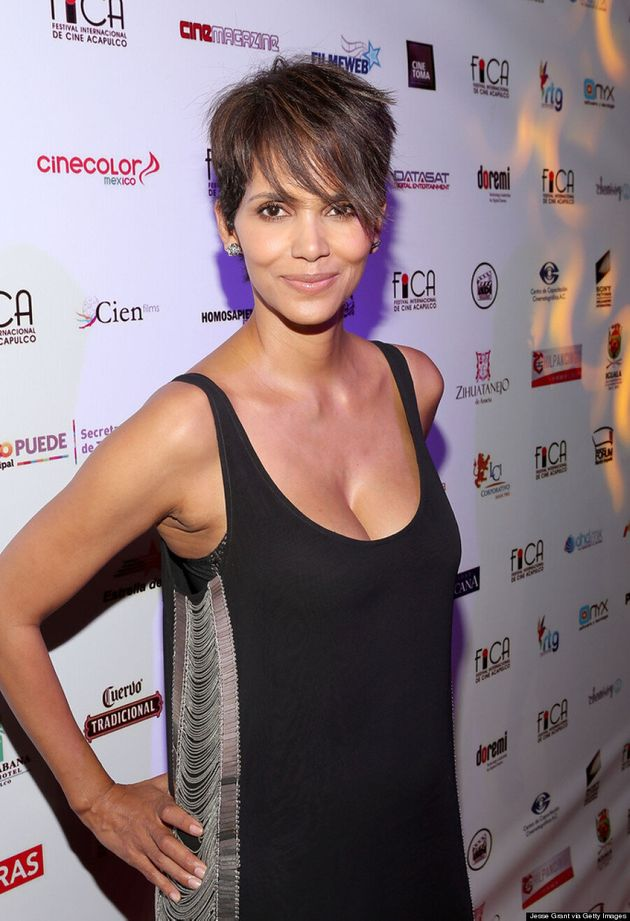 Halle Berry Makes First Post-Baby Red Carpet Return And She Looks Fab, Natch