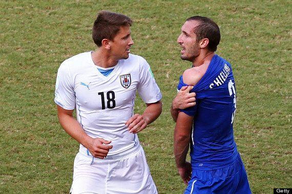 Did Luis Suarez Bite Giorgio Chiellini During Italy Vs. Uruguay World Cup Game? (VIDEO,