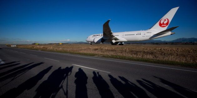 Boeing 787 Dreamliner Makes Vancouver Airport
