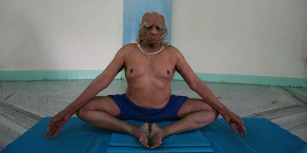 PUNE, INDIA � NOVEMBER 19: Yogacharya BKS Iyengar performing Yoga at his Yoga Institute in Pune, Maharashtra.(Photo by Bhaskar Paul/India Today Group/Getty Images)