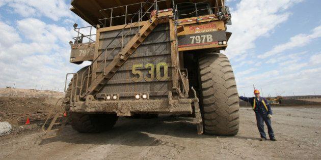 KRT WORLD NEWS STORY SLUGGED: CANADA-OILSANDS KRT PHOTOGRAPH BY CARL PATZEL/KRT (October 5) Smaller vehicles...