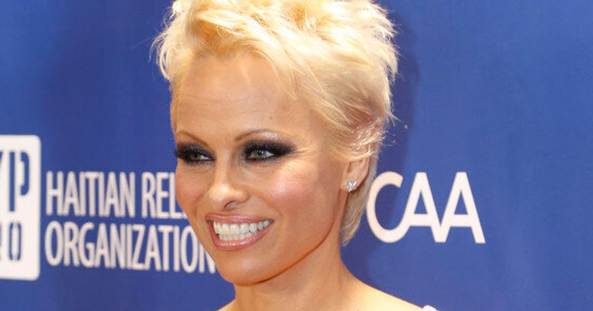 Pamela Anderson Ditches Pixie Cut For Long Hair Extensions Huffpost Canada