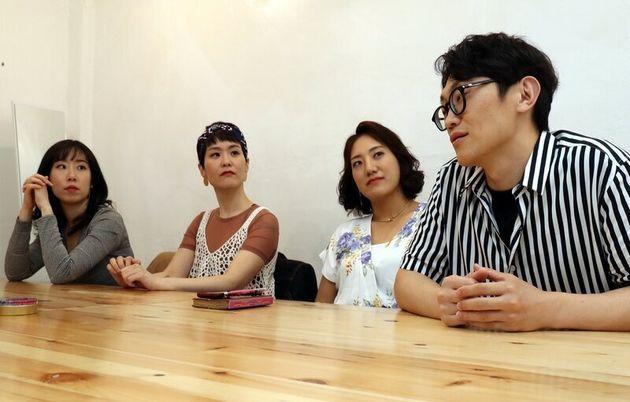 4인조 밴드 브로콜리너마저가 지난 2일 서울 마포구 연남동 한 카페에서 <한겨레>와 인터뷰하고 있다. 이들은 수익을 똑같이 나눈다. 강재훈