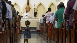 Sri Lanka Catholics hold 1st Sunday Mass since