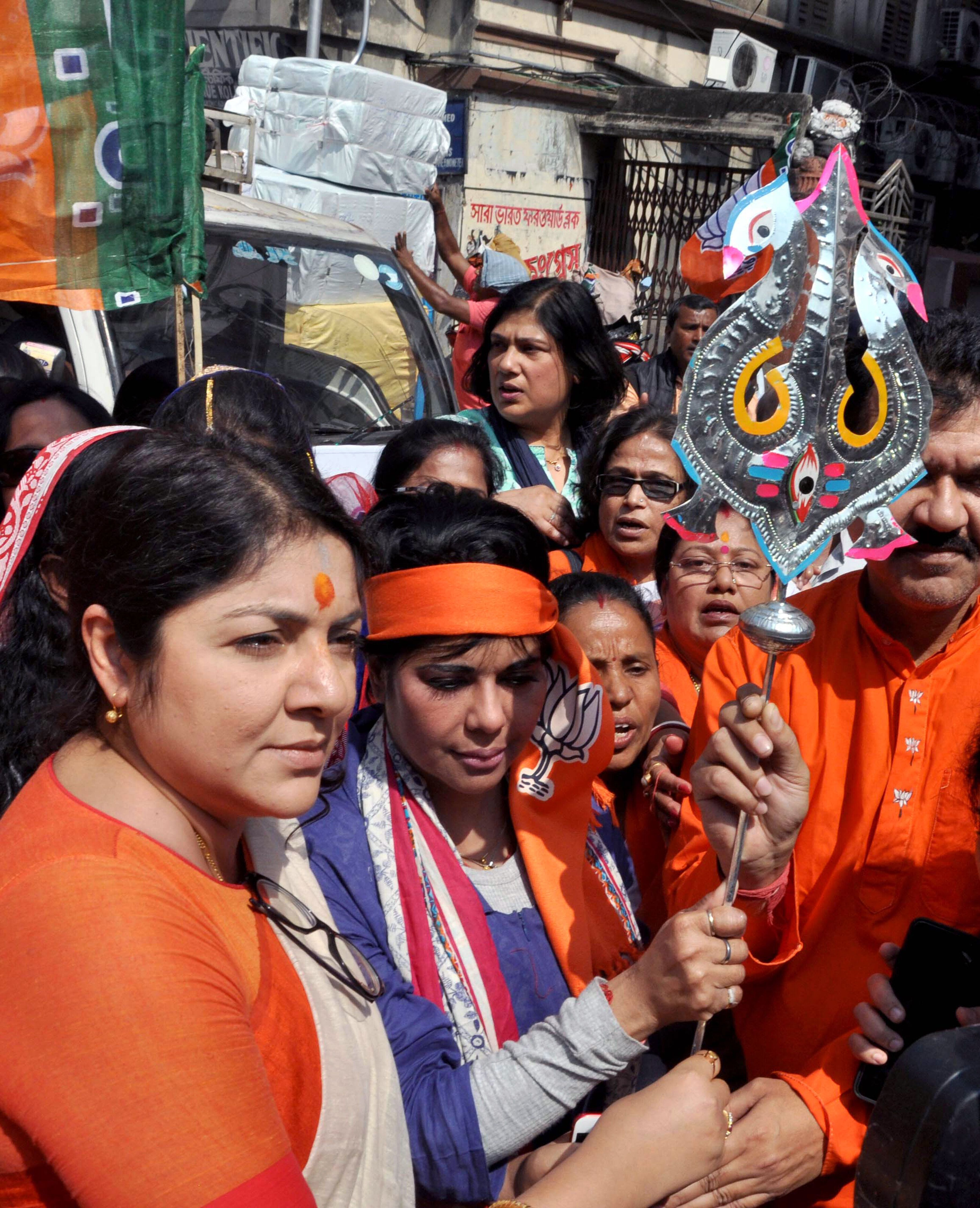 Voting Round 6: Bengal BJP Candidate Bharati Ghosh Suffers Minor Injuries After