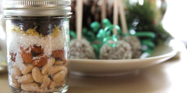 Gifts In Jars: Give An All-In-One Present That's Extra
