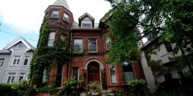Toronto Home Sales Fall 18 Per Cent, But Are Artificial Bidding Wars Keeping Prices